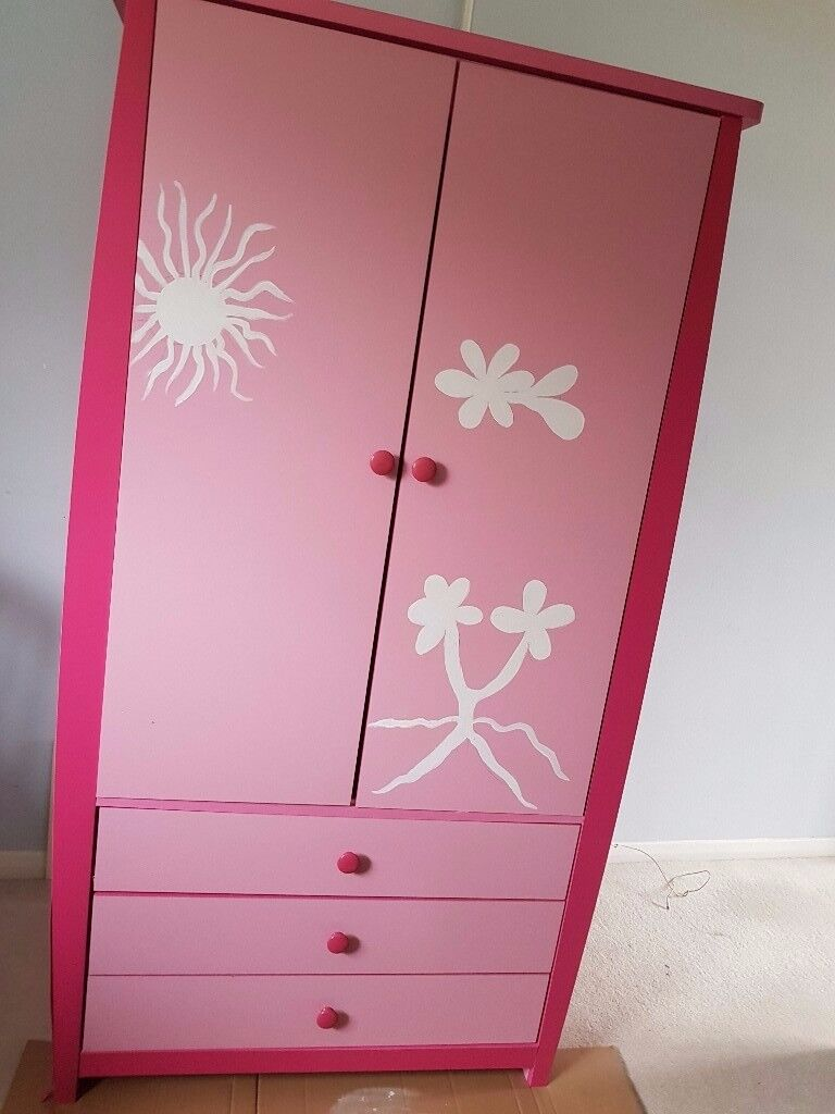 Children wardrobe, pink in good condition with 3 drawers in Harpenden AL5 collection only