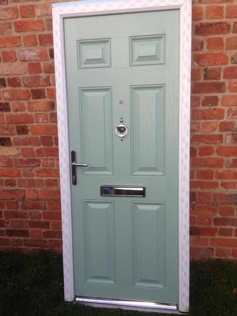 New chartwell green upvc composite front door 890 x 2070 mm