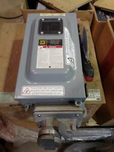 Square D 30 Amp, 600 Volt Heavy Duty Fusible Disconnect with fuses installed and 4 Pole Receptacle