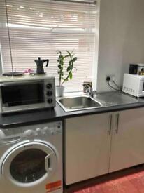 Studio flat in Elstree village/borehamwood £750