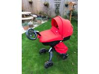Stokke V5 All Black Chassis & Carrycot, seat unit and accessories NEW
