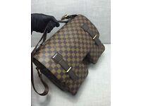 Men/ Women's Louis Vuitton Leather Messager Bag