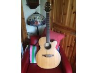 TAKAMINE EG40C ELECTRO ACCOUSTIC GUITAR with softcase