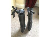 Beautiful black ladies Neosens boots Size 5