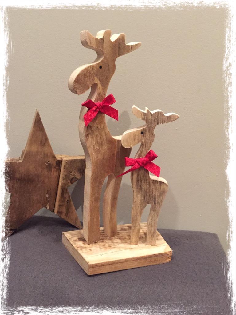 Set of 2 wooden reindeer