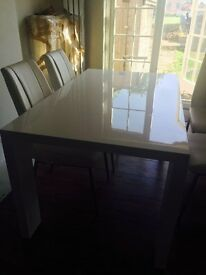 ITALIAN GLOSS WHITE TABLE AND 4 CHAIRS-BARGAIN £ 259 ono, AMAZING!