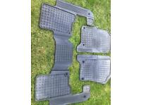 Landrover Discovery 3 / 4 interior mats in very good condition no holes or cracks