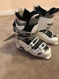 Ladies Solomon white ski boots size 24.5 (5 and half)