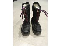 Gorgeous black gortex snow boots size 33