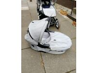 Musty Evo pram with carry cot
