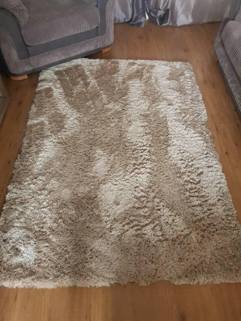 Very Good Condition Shaggy Fluffy Rug 133cm 190cm