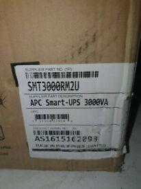 APC Smart UPS 3000 VA 48.3 cm 2HE LCD 120 V US Power Supply