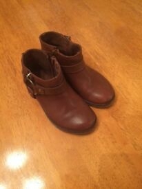 Excellent condition girls brown leather zara ankle boots size 26