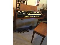 Hammond Organ M102. Classic drawbar/tone wheel organ