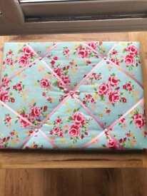 Padded fabric memo/pin board