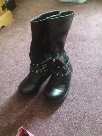 Size 2 ladies boots flat heel