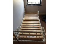 Children's extendable bed frame