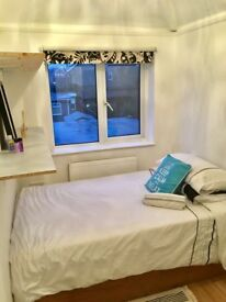 SINGLE ROOM AVAILABLE, BILLS INCLUDED,AVAILABLE IMMEDIATELY £375 PCM