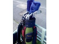 SET OF CLUBS WITH BAG.