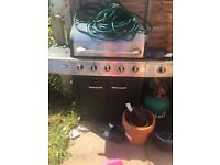 Bbq with 2 full gas canisters