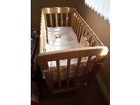 mamas &papas swinging baby crib