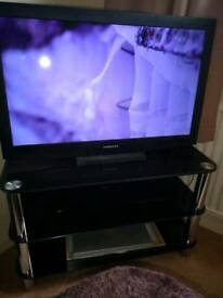 "Samsung 32"" with stand"