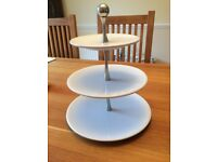 Pampered Chef Adjustable Tiered cake stand (never been used like new condition)