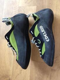 9.5 rock climbing shoes