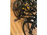 Women's black fixie bike immaculate condition with bike lock