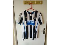 Newcastle Wonga Strip worn once. Size M