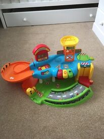 Toot toot car garage with working sounds and cars