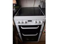 Electric cooker with halogen hob
