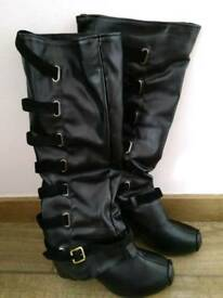 Women black boots, brand new, size 7