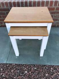 Nest of tables wooden top white legs