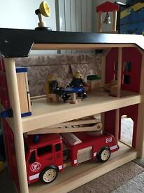 Wooden Fire Station & Engine by Pintoy