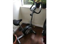 Basic Excercise bike with a pulse, time and calorie monitor, extendable seat