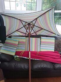 Garden Umbrella and 4 x seat pads
