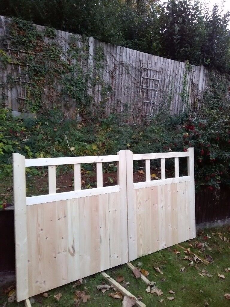 NEW WOODEN GATES 4ft high x 8ft wide £285