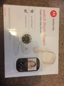 Baby monitor with colour screen and 2 way communication