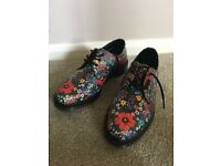 FLORAL DR MARTENS FOR SALE, SIZE 8, PERFECT CONDITION, NEVER BEEN WORN
