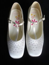Girls Ivory/White Satin Shoes from 'eLse' (New).