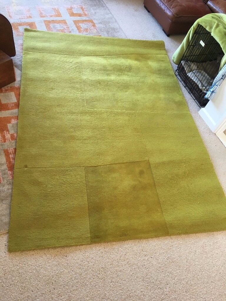 Pure new wool rug in green in great condition