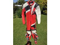 One Piece Akito Daytona Racing leathers size 46 in good condition