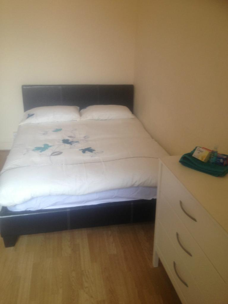 4 BED ROOM PROPERTY IN LEESHALL CRESCENT