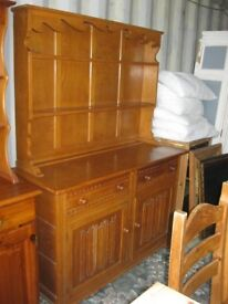 QUALITY SOLID OAK - LIGHT COLOURED ORNATE 'WELSH DRESSER' TOP DETACHABLE . VIEW/DELIVERY AVAIABLE