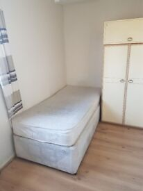 **Single room £260 per month all bills included 15 min walk from city centre ***