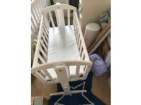 Excellent white crib