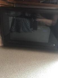 Microwave (900W) , convection oven & grill