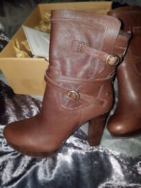 Ugg boots, unwanted gift , never worn , still in box , size 3 , offers excepted