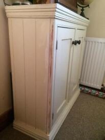 Cream kitchen cupboard/unit